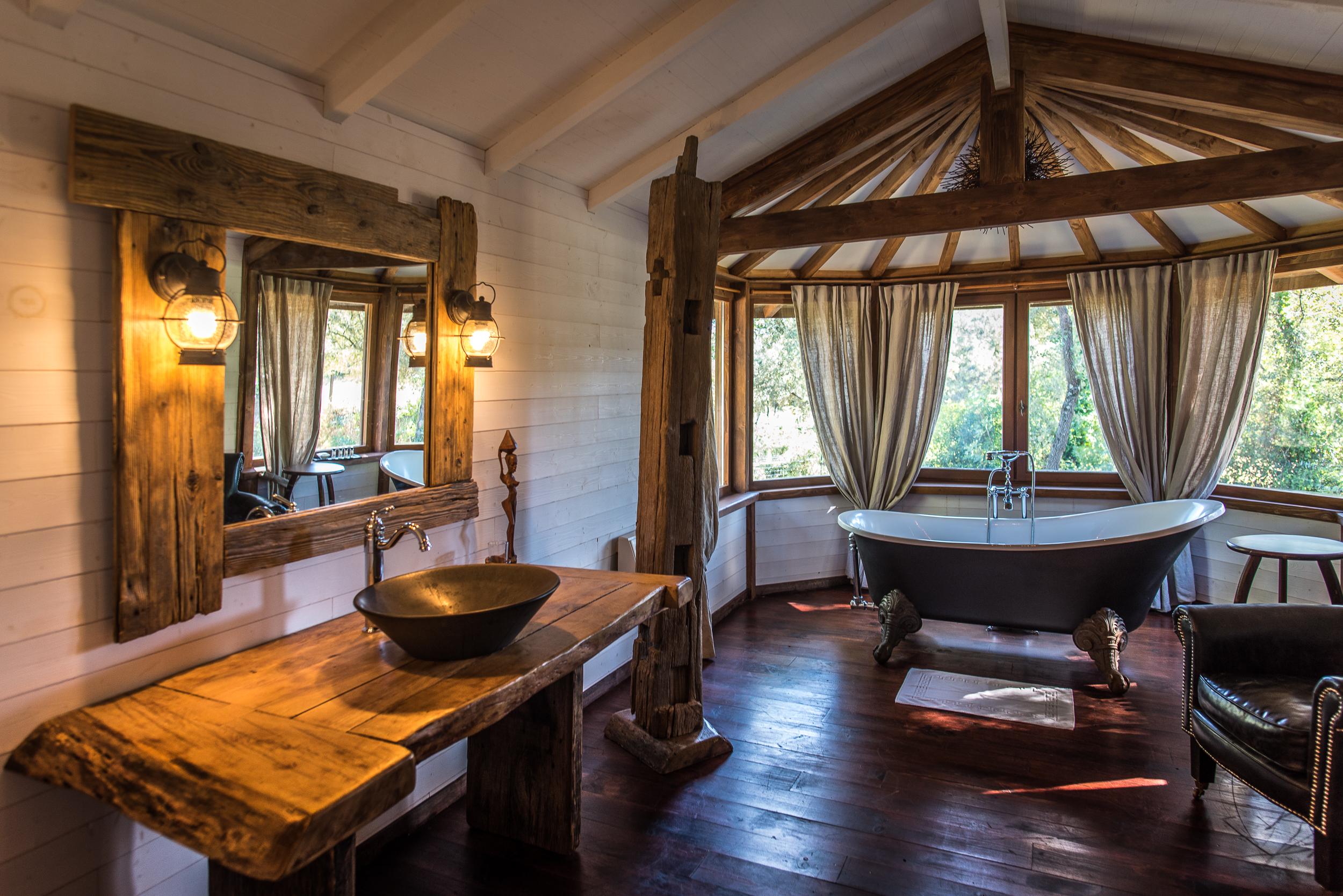 http://www.villa-vanille.com/wp-content/uploads/2017/07/nivaquin-salle_de_bain_villa_vanille_chambre_dhote_de_charme_boisseron_herault.jpg
