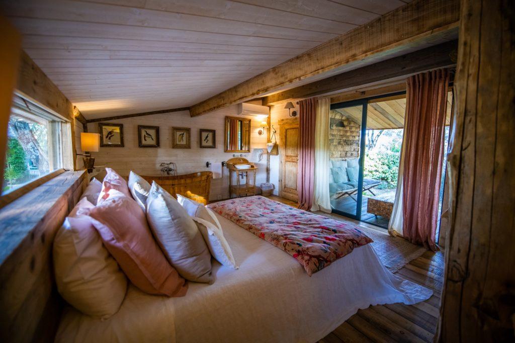 http://www.villa-vanille.com/wp-content/uploads/2018/11/jacaranda_chambre_terrasse_villa_vanille_chambre_dhote_de_charme_boisseron_herault-1-1024x682.jpg