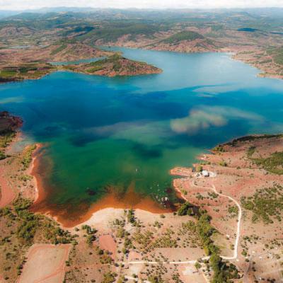 Baignade, tourisme et excursion au lac du Salagou dans l'Hérault