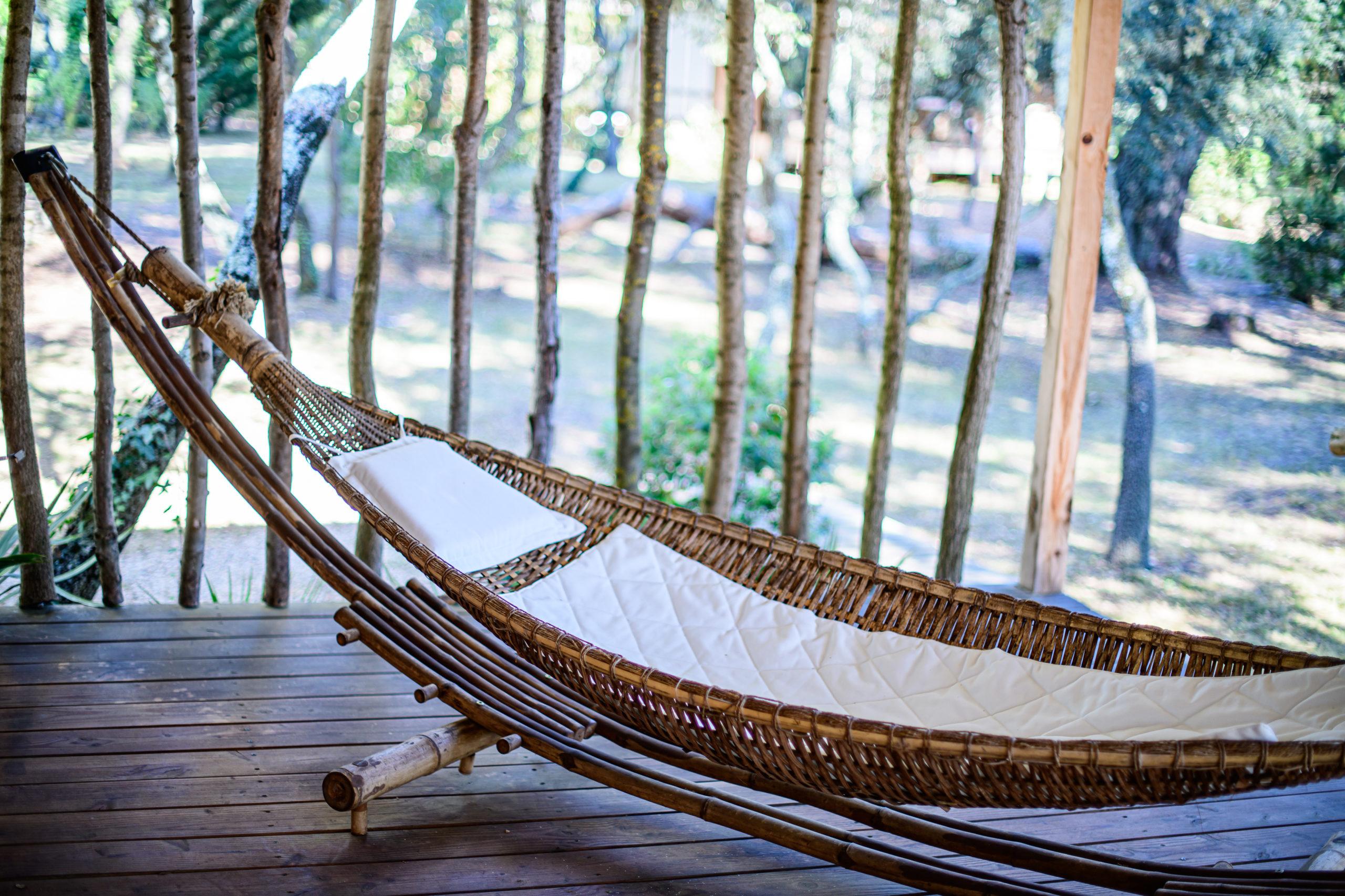 Relaxation, sieste dans un hamac