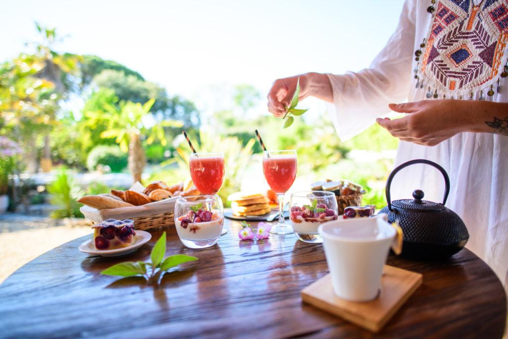 Petit déjeuner romantique - weekend en amoureux en hérault