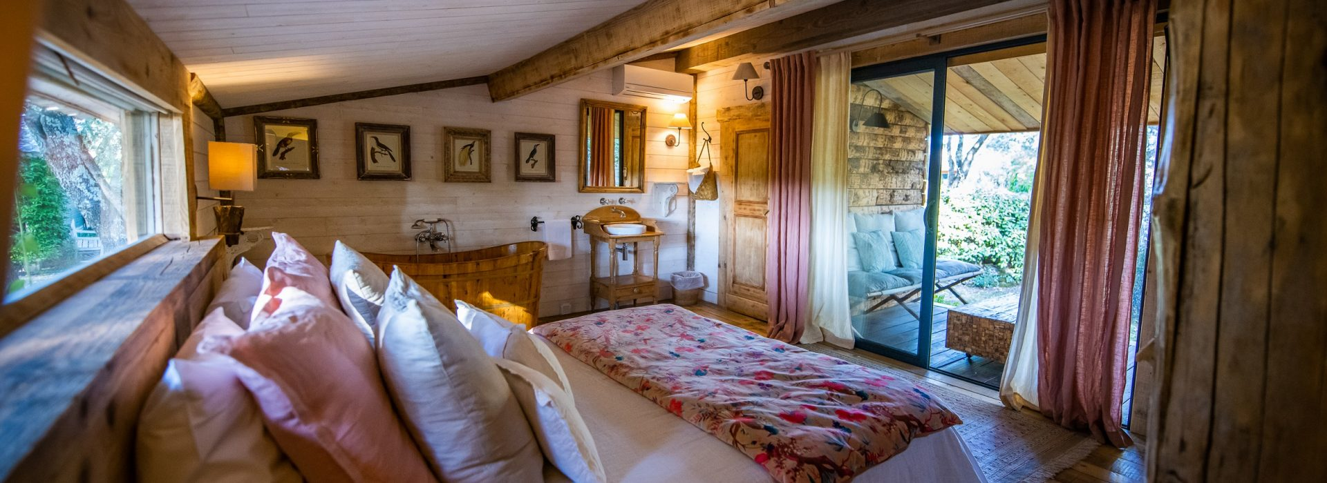jacaranda_chambre_terrasse_villa_vanille_chambre_dhote_de_charme_boisseron_herault